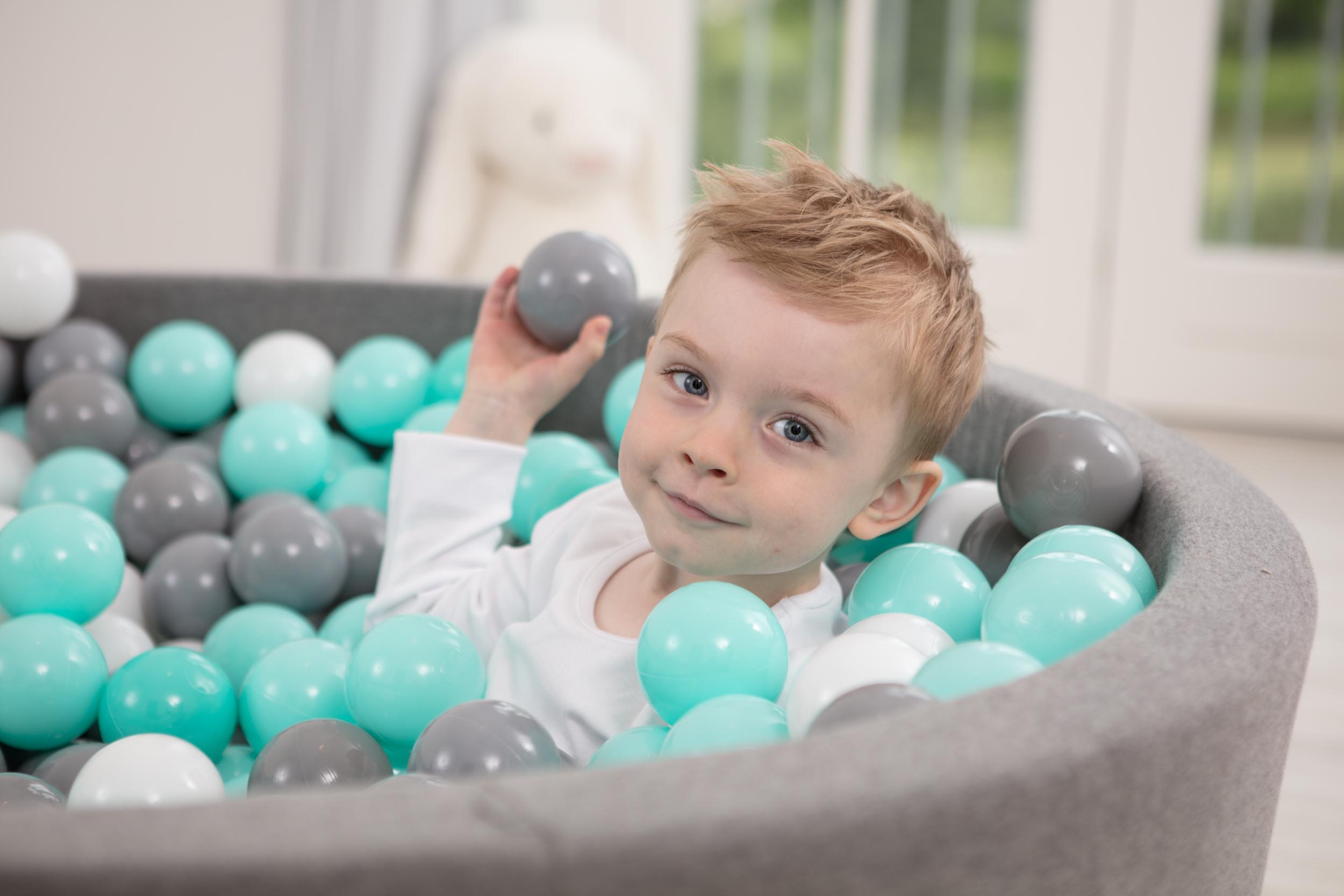 Bällebad – wie gewöhnt man Kinder daran?